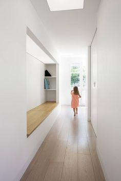 How the hall design becomes modern and functional through a bench - ideas diy hallway ideas ideas narrow ideas creative House Hall Design, Design Hall, Flur Design, Modern Hallway, Entry Hallway, Entry Stairs, House Entrance, Entrance Hall, Entrance Ideas