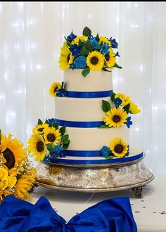Sugar Sunflowers and filler flowers in royal look perfect on this beautiful wedding cake. Blue Sunflower Wedding, Sunflower Wedding Decorations, Sunflower Party, Sunflower Cakes, Wedding Cakes With Flowers, Beautiful Wedding Cakes, Fall Wedding, Rustic Wedding, Our Wedding