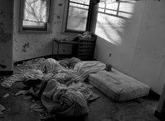 photo pennhurst-messy-beds-hospital-derelict.jpg