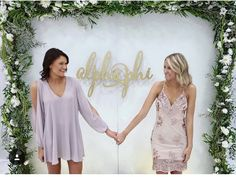 Possibly throw in a few forget me not flowers in the greenery! Phi Sigma Sigma, Kappa Alpha Theta, Alpha Chi Omega, Delta Gamma, Sorority Recruitment Decorations, Sorority Rush, Sorority Poses, Sorority Life, Founders Day