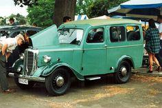 Bradford Van by Jowett Vader Star Wars, Bus Coach, Vintage Vans, Commercial Vehicle, Bradford, Old Trucks, Car Show, Old Cars, Motor Car