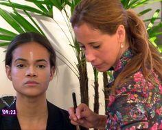 Maquiadora de Hollywood mostra como se maquilhar como a Kim Kardashian!