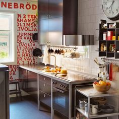 Small kitchen decor ideas. More at: http://www.myhomerocks.com/2012/06/galley-kitchens-ahoy/# #interiors