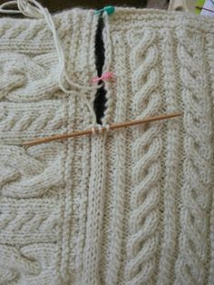 Joining blanket square Cast on three stitches on dpn. Slip last stitch to rh nee. Joining blanket square Cast on three stitches on dpn. Slip last stitch to rh needle, pick up edge stick, pass slip stitc. Knitting Help, Knitting Stitches, Hand Knitting, Knitting Squares, Knit Blanket Squares, Loom Knitting Blanket, Crochet Squares, Knitting Needles, Stitch Patterns