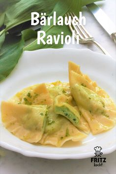 Homemade ravioli are a bit of work, but they taste really good! # ramsons # ramsons ravi Homemade ravioli are a bit of work, but they taste really good! Pasta Recipes, New Recipes, Vegan Recipes, Homemade Ravioli, Spinach Pasta, Healthy Dinner Recipes, Food Inspiration, Food Porn, Good Food