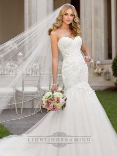 Fit and Flare Sweetheart Lace Appliques Crystal Beaded Wedding Dresses - LightIndreaming