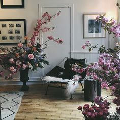 Darroch and Michael Putnam transform market-fresh blooms into arrangements that resemble exquisitely composed still life paintings.