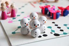 Ein selbstgemachtes Brettspiel für die Weihnachtszeit {DIY hoch 3 Weihnachten} - Binedoro Cake Pops, Triangle, Games, Board Games, Cakepops, Gaming, Toys, Cake Pop, Stick Candy