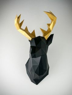 Classic black meets elegant gold: This imposing animal head leaves no doubt as to who is the king in our paper-animal forest. The deer stares down proudly from the wall and stretches his stately antlers into the air. It would hardly be surprising if he began to roar!
