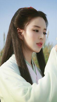 Beautiful Chinese girl in Hanfu