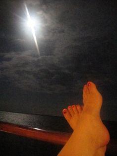 A balcony + moonlight + good pedicure = Romance