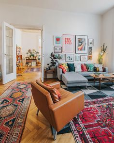 Bohemian Style Interior Design Ideas for Your Homes Boho Living Room, Home And Living, Living Room Decor, Living Spaces, Small Living, Quirky Living Room Ideas, Living Room With Color, Colorful Living Rooms, Colorful Rugs