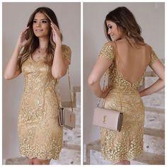 """""""Apenas MARAVILHOSO. Só isso pra descrever esse vestido dourado que a Ariane Cânovas escolheu da nossa coleção. Estamos in love! #inlove #love #dress…"""""""