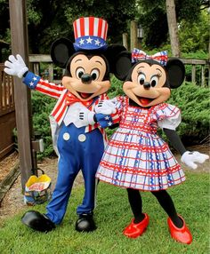 Mickey and Minnie are ready for the long weekend! Where are you celebrating the holiday? #orlando #mickey #minnie