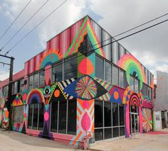 The psychedelic street art of Maya Hayuk Downtown Oklahoma City, the Flaming Lips Building Source by Murals Street Art, Street Art Graffiti, Mural Art, Graffiti Murals, Maya Hayuk, Graffiti Designs, Amazing Street Art, Outdoor Art, Public Art