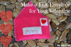 Felt Envelope Filled with Love {Iron Craft Challenge} - Our Daily Craft Diy Holiday Gifts, Holiday Crafts, Fun Crafts, Mason Jar Crafts, Mason Jar Diy, Crafts To Make And Sell Unique, Trending Crafts, Cricut Craft Room, Paper Flower Tutorial