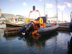 een berger/rondvaartboot in de haven van terschelling