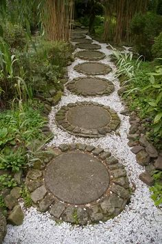There are so many paths and walkway designs to choose from. Consider a living path to your landscape (Garden Walkways and Ground Covers for Your Yard). Garden Structures, Garden Paths, Garden Art, Garden Design, Unique Gardens, Beautiful Gardens, Landscaping With Rocks, Garden Landscaping, Round Stepping Stones