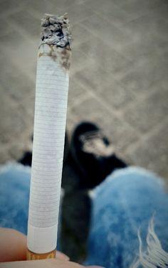 Smoking Is Bad, Smoking Kills, Girl Smoking, Soccer Couples, Cigarette Aesthetic, Smoke Cloud, Moon Drawing, Buy Weed, Up Girl