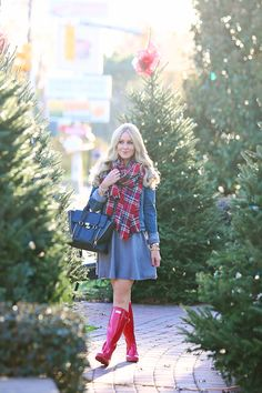Regenstiefel 14 Fabulous Stylish Outfit for Christmas Attractive and Pretty - Pretty Result # Red Hunter Boots, Red Rain Boots, Hunter Boots Outfit, Snow Boots, Fall Winter Outfits, Autumn Winter Fashion, Moda Zendaya, Stylish Outfits, Cute Outfits