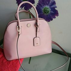 Tory Burch Robinson open dome satchel Barely used...in very good condition ...AUTHENTIC    SORRY NO TRADE, NO HOLD PLEASE!   WANT TO SAVE MORE? BUNDLE TO GET 20% OFF... ENTIRE CLOSET Tory Burch Bags