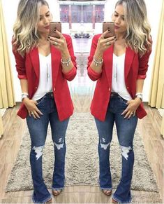 Look com blazer Look flare jeans, white t-shirt, red elongated blazer and sandal. Jean Outfits, Cool Outfits, Casual Outfits, Blazer Fashion, Fashion Outfits, Womens Fashion, Fashion Trends, Emo Fashion, Fashion Online
