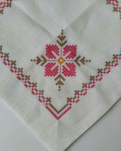 Beautiful little embroidered floral tablecloth 6 Cross Stitch Rose, Cross Stitch Borders, Cross Stitch Flowers, Cross Stitch Designs, Cross Stitching, Cross Stitch Embroidery, Hand Embroidery, Cross Stitch Patterns, Embroidery Designs