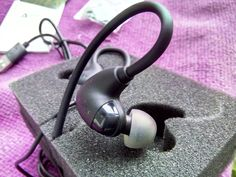 review Aukey EP-B16 Multipoint Bluetooth 4.1 Headphones That Hook Around The Ear - See more at: http://www.gadgetexplained.com/2016/12/aukey-ep-b16-multipoint-bluetooth-41.html#sthash.yICrc8Km.dpuf
