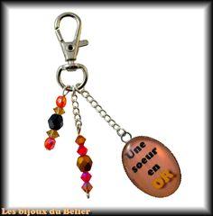 """Porte-clés ou bijou de sac avec message personnalisé """"Une soeur en OR"""" et cristal Swarovski : Porte clés par les-bijoux-du-belier"""