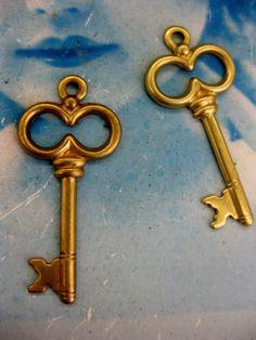 Raw Brass Skeleton Key Charms 98RAW  x4 by dimestoreemporium, $2.00