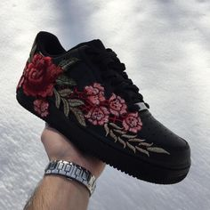 Custom Shoes Nike Air Force 1 One /// Adidas Vans Jordan Converse Sneaker Air Max Hypebeast Authentic Old Skool Roshe Hi - Sneakers Fashion, Fashion Shoes, Shoes Sneakers, Roshe Sneakers, Fashion Outfits, Fashion Trends, Nike Air Max Black, Basket Style, Converse Sneaker