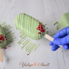 Credit: @yuliya_small Cake Pop Decorating, Cake Decorating Videos, Cake Decorating Techniques, Magnum Paleta, Cake Recipes, Dessert Recipes, Cake Business, Cute Desserts, Cake Videos