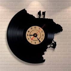 55 creative ideas for great modern wall clock design- 55 kreative Ideen für tolles modernes Wanduhr Design wall clock-red-pointer-climbing-human - Hanging Clock, Diy Clock, Clock Ideas, Clock Art, Vinyl Record Clock, Vinyl Records, Record Wall, Vinyl Cd, Cool Clocks