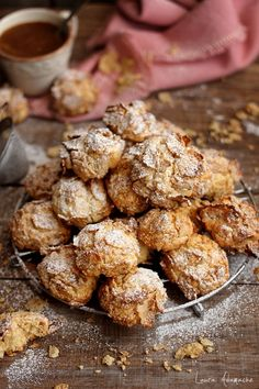 Romanian Desserts, Corn Flakes, Crinkle Cookies, Cookie Recipes, Biscuits, Sweet Tooth, Almond, Good Food, Food And Drink