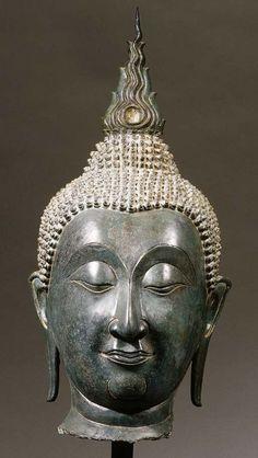 A Thai, khampheng pet style, bronze head of buddha shakyamuni -  CIRCA 16TH CENTURY