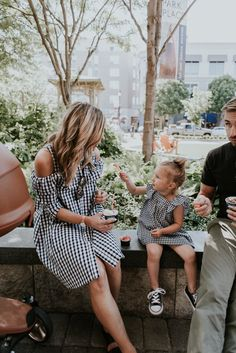 Matching outfits mother and daughter gingham dress family // picture inspir Steve Martin, Love You Baby, Mommy And Me, Future Life, Future Goals, Cella Jane, Mother Daughter Outfits, Cute Family, Family Goals