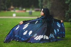 This beautiful cloak is made in printed cotton.  Is inspired in a real butterfly, the neck is decorated with black feathers.  They also have wire
