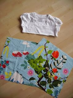 What a great idea! Sewing Kids Clothes, Sewing For Kids, Recycle Old Clothes, Onesie Dress, Sewing Projects, Sewing Ideas, Kids Wear, T Shirts, Onesies