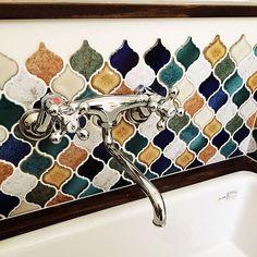女性で、Otherのコラベル/造作洗面台/病院用シンク/バス/トイレについてのインテリア実例を紹介。「2階洗面。 子供達と朝起きて必ず顔を合わせられるようにキッチン付近へ配置しました! 」(この写真は 2015-12-10 12:56:48 に共有されました) Arabic Design, Toilet Design, Tile Patterns, Tile Floor, Sweet Home, New Homes, Wall Decor, Kawaii, Flooring