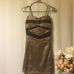 can be worn on the shoulders or strapless Short fitted dress Dresses Mini