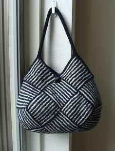 "Ravelry: roko's Garter Stripe Square Bag. Free pattern ""Garter Stripe Square Bag"" by Ishi-knit."