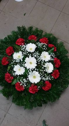 C.b.: I. L. Grave Flowers, Cemetery Flowers, Funeral Flowers, Wedding Flowers, Creative Flower Arrangements, Beautiful Flower Arrangements, Beautiful Flowers, Funeral Arrangements, Christmas Arrangements
