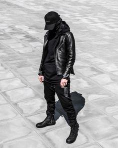 Fashion Moda, Boy Fashion, Mens Fashion, Black Tactical Pants, Urban Outfits, Cool Outfits, Grunge Guys, Cyberpunk Fashion, All Black Outfit