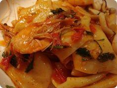 La pasta mollicata è un piatto tradizionale della cucina della Basilicata. Pasta, Thai Red Curry, Chicken, Ethnic Recipes, Food, Essen, Noodles, Yemek, Buffalo Chicken