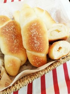 300レポ感謝!あと引くうまさ♡塩パン Sweets Recipes, Bread Recipes, Baking Recipes, Cooking Bread, Easy Cooking, Japanese Bread, Bread Bun, Pan Dulce, Healthy Comfort Food