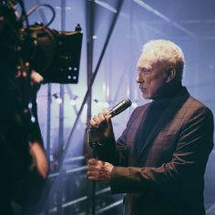Neither microphone nor singer has ever gone out of style. Sir Tom Jones, Forever Young, Out Of Style, Going Out, Toms, Concert, Classic, Instagram Posts, People