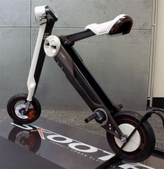 This compact urban electric scooter transforms from a full-bodied rider to a compact companion in five easy steps. It uses the latest Super Charging Lithium Ion technologies and an in-wheel brushless hub motor to add efficiency.
