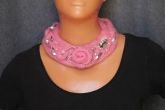 Felted necklace/ pink necklace/ felted necklace with wire jewellry and beads…