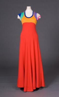 I love the line of this maxi. Yum.