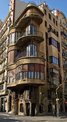 Casa Planells, arquitecte Josep Maria Jujol, 1923 - xamfrà Diagonal i  carrer Sicília